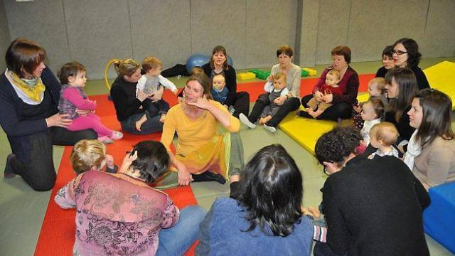 Dans l'Espace jeux, les P'tits Loups, crée les conditions pour que mamans et assistantes maternelles se rencontrent autour de l'enfance et de ses acquisitions.